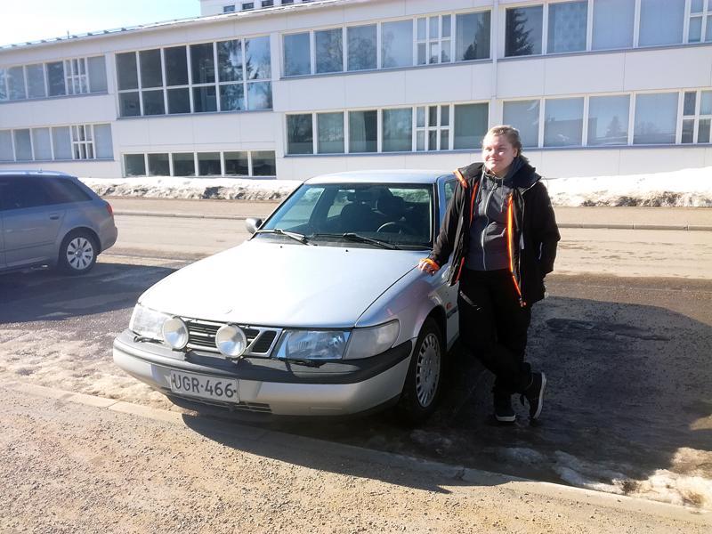 Aino Ruuska pitää auton tärkeimpänä ominaisuutena sitä, että sillä pääsee liikkumaan paikasta toiseen ongelmitta.