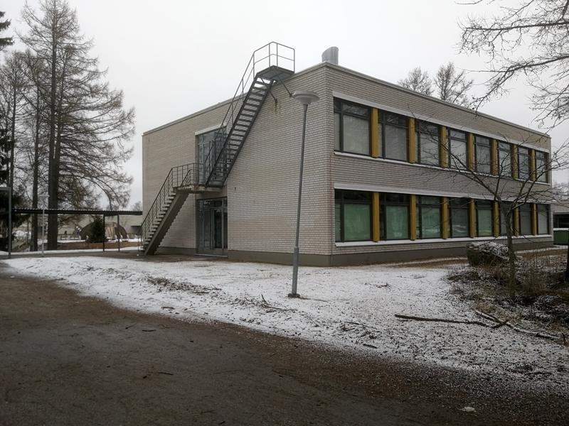 Oxhamnin yläkoulun lisärakennus purettaneen ensi kesänä ja paikalle pystytetään tilaelementeistä väliaikainen koulu.