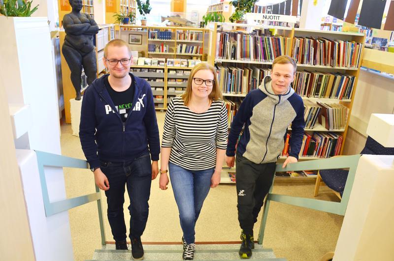 Kalle Ålander, Henna Röyttä ja Aksel Helander ovat äänestäneet aina. Ehdokkaan etsimisessä he käyttävät apuna muun muassa vaalikonetta.