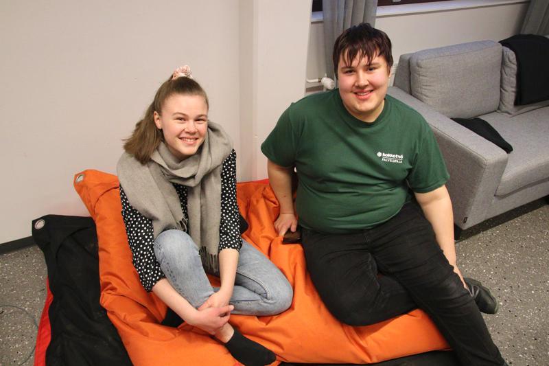 Milja Niva ja Eetu Saari kannustavat ihmisiä ääniuurnille