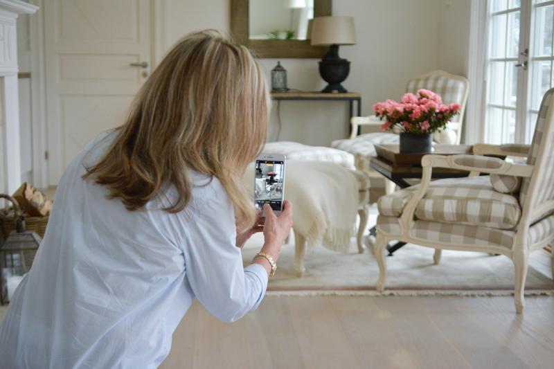 Boijan Björndahl täyttää Instagram-tilinsä kauniilla sisustuskuvilla. Useimmiten hän kuvaa kamerallaan, mutta hyödyntää välillä myös kännykkäänsä.