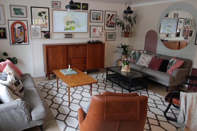 Annika Mäkelä ei ikinä luopuisi olohuoneessa komeilevasta 60-luvun tiikkisenkistä.