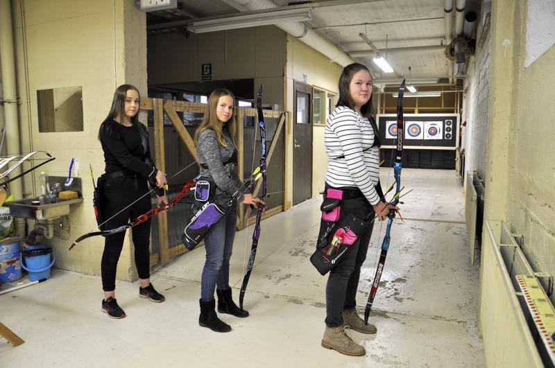 Himangan Roiman Netta Kurikkala, Johanna Rahkonen ja Riina Prittinen ovat nousseet nopeasti ikäluokkansa vaistojousieliittiin.