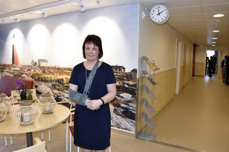 Osastonhoitaja Camilla Björklund paneutui alusta pitäen uusien tilojen suunnitteluun. Nyt asioijat vastaanottaa muun muassa upea valokuvatapettiseinä paikallisista maisemista.