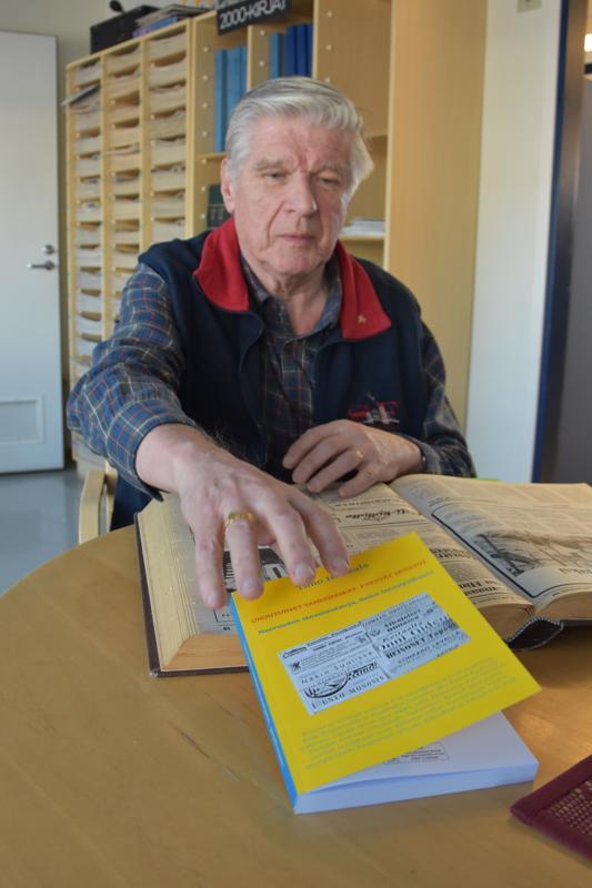 Tanssimuistot kansien väliin. Kannuksen vävypoika, helsinkiläinen Timo Honkala etsi kirjoittamaansa Unohtuneet tanssipaikat - pysyvät muistot -kirjaansa myös Lestijoki-lehden vanhoista vuosikerroista tanssi-ilmoituksia.