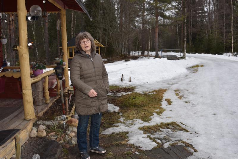 Kannuslainen Kalajoella. Kannuslaisen Liisa Mäki-Korvelan vajaan kahden hehtaarin tontti siirtyi vuonna 2002 Himangan kuntaan ja myöhemmin 2008 kuntaliitoksessa Kalajoen kaupunkiin. Mäki-Korvela esittää nyt, että hänen tilansa siirrettäisiin takaisin Kannukseen.
