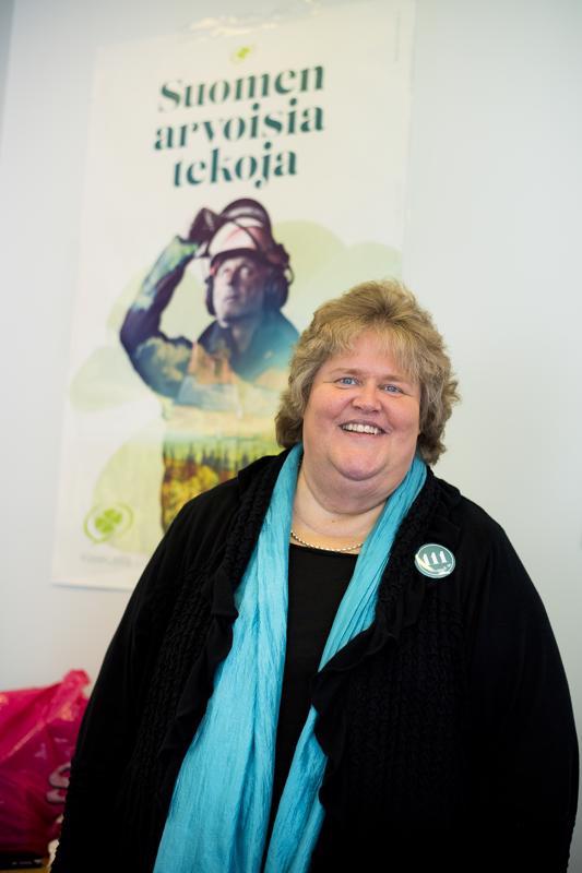 Eija-Riitta Niinikoskella on Myllykartanossa vaalitupa, joka on ollut ahkerassa käytössä viime viikot. Ehdokas itse on ollut vaalituvalla kun on muilta menoiltaan kerennyt.