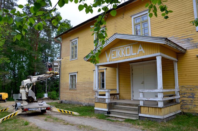 Vetelin Kirkonkylän nuorisoseuran pyörittämä Veikkola sai uuden maalipinnan kesällä 2018. Seuraavaksi talossa aiotaan korjata muun muassa kattoa.