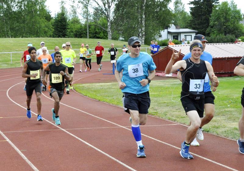 Ylivieskan Vieskamaraton avaa Kalajokilaakson maratontapahtumien sarjan kesäkuussa. Tarjolla on asfalttireitin lisäksi myös uusi maastomatka.