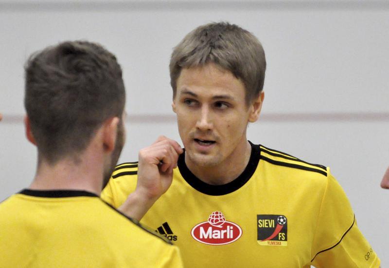 Nivalalaislähtöinen Jarmo Junno on pelannut 33 maaottelua ja tehnyt niissä kymmenen maalia.