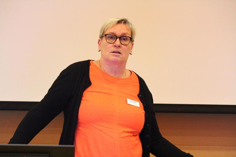 Kuntalaisten illassa Arja Sunila sanoi, että esim. kaihileikkauksiin on mahdollista päästä Terveystalon sairaalaan Ouluun.