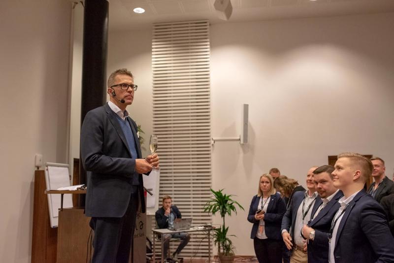 Jari Sarasvuo puhui perjantaina #NoFilter -tapahtumassa Kalajoella.