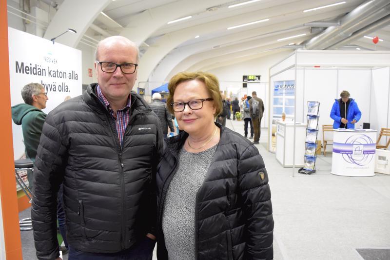 Marinkaislaisten Markku ja Helena Korvelan mielestä messuilta saa hyvin tietoa, jos vain on itse kiinnostunut sitä keräämään.