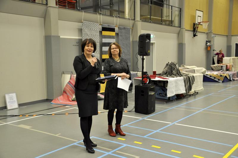Leena Kivijakola ja Eeva Päiviö avasivat yhteisen näyttelyn ja korostivat hyvien harrastusten elämäniloa tuovaa voimaa.