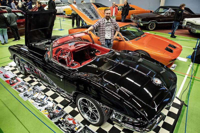 Jarkko Härmälä korjaa autoja oman mielensä mukaan. Hän panostaa etenkin ajomukavuuteen. Ennen kunnostusta vuoden 1961 Chevrolet Corvette oli kolkko ajettava, mutta nyt sitä on sekä kevyempi että turvallisempi ajaa.