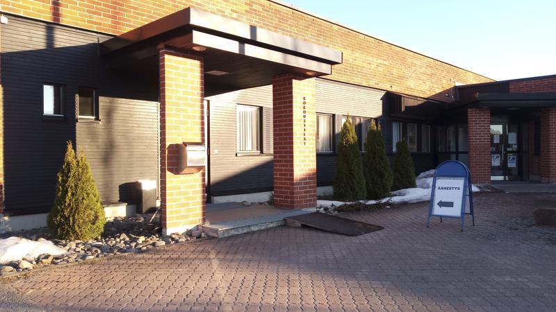 Äänestyspaikat sulkeutuvat kahdeksalta. Kunnanvirastot ovat toimineen Halsuan, Kaustisen, Perhon ja Vetelin varsinaisina äänestyspaikkoja.