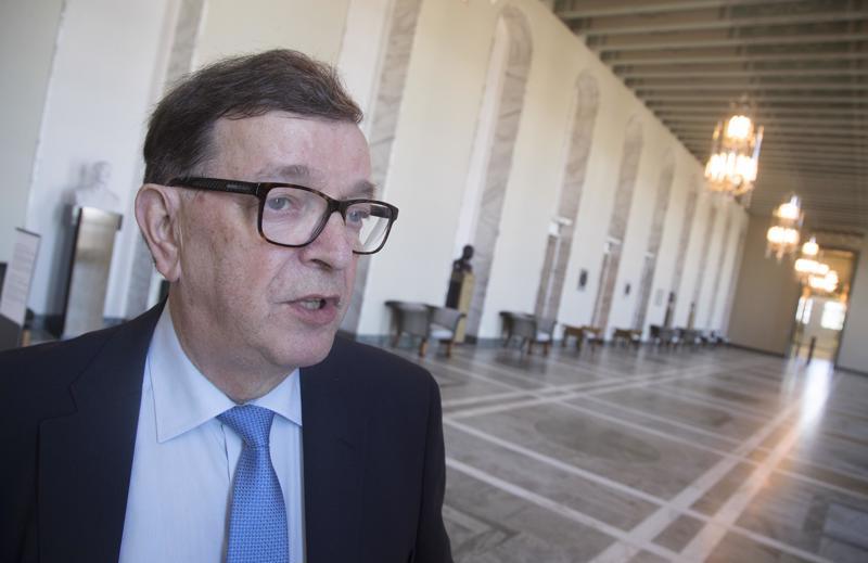 Konkaripoliitikko Paavo Väyrynen miettii nyt, lähteekö tähtiliike sittenkään eurovaaleihin.