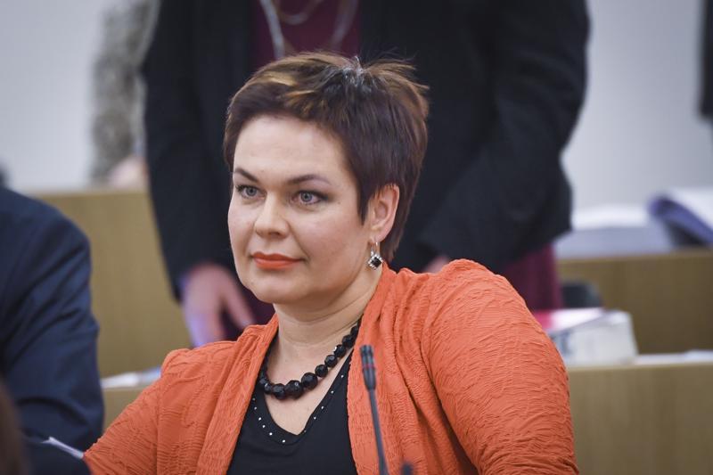 Keskustan kansanedustaja Hannakaisa Heikkinen on viime vuosina profiloitunut eduskunnan sosiaali- ja terveysvaliokunnan varapuheenjohtajana.