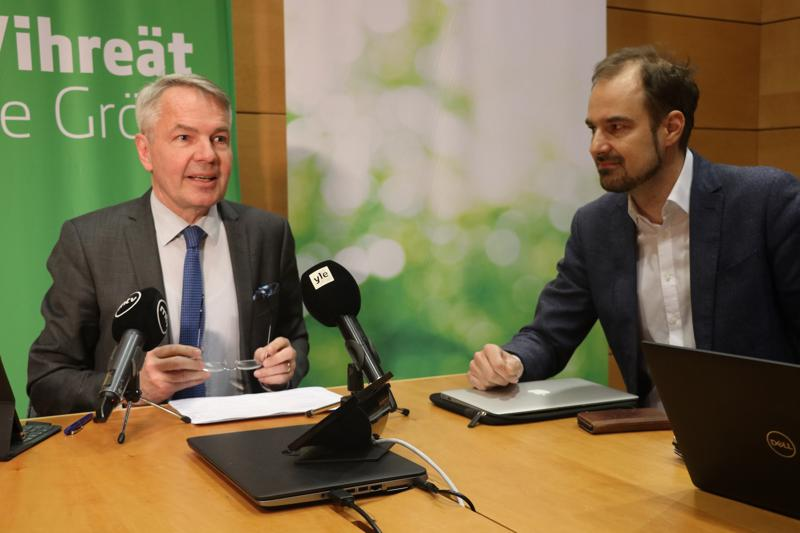 Vihreiden puheenjohtaja Pekka Haavisto ja puoluesihteeri ovat iloisia vaalivoitosta, mutta olisivat toivoneet vihreiden saavan vielä erityisesti Lapista ehdokkaansa läpi.