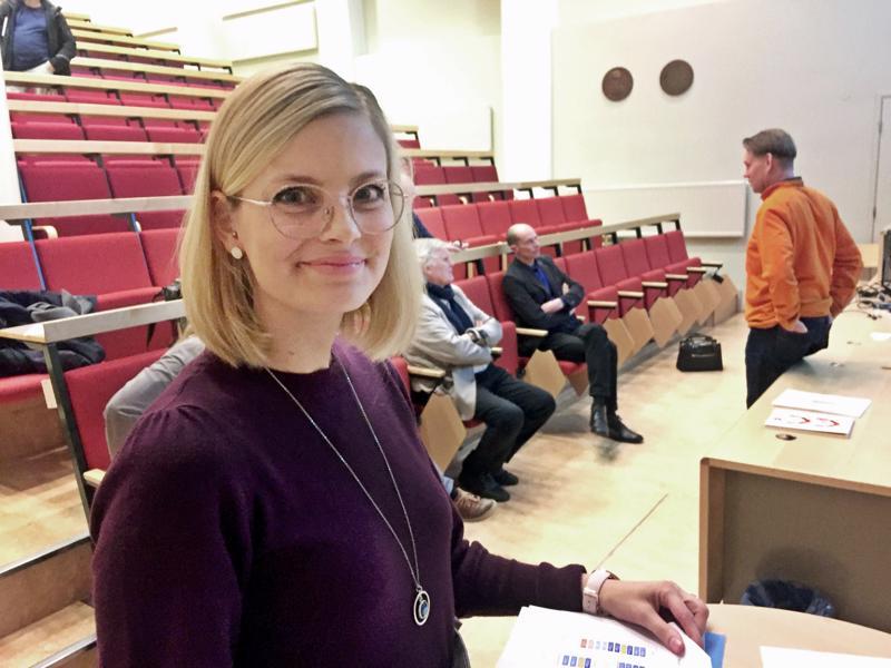 Matilda Engström, Pietarsaaren varhaiskasvatuksen johtaja katsoo, että syksyllä päiväkodeissa toteutettavan henkilöstökierron ansiosta koko henkilökunta pääsee kehittämään uutta pienryhmätoimintaa ja samalla omaa ammattitaitoaan.