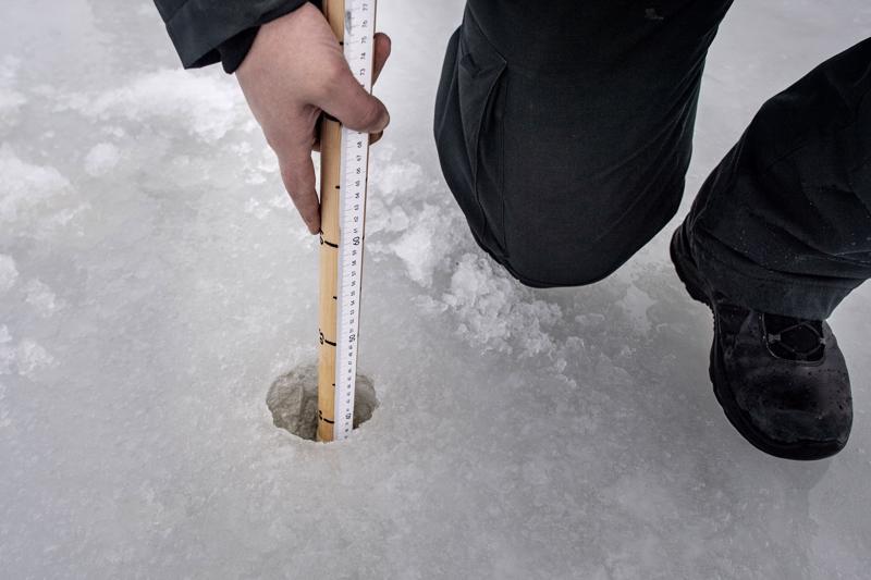 Helmikuun lopulla jään paksuus Ykspihlajan edustalla oli 40 cm.