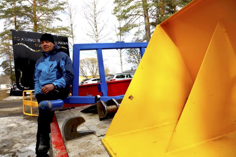 Yrittäjä Mika Patana kertoi saaneensa ideoita yrityksensä toimintaan kyläläisiltä.