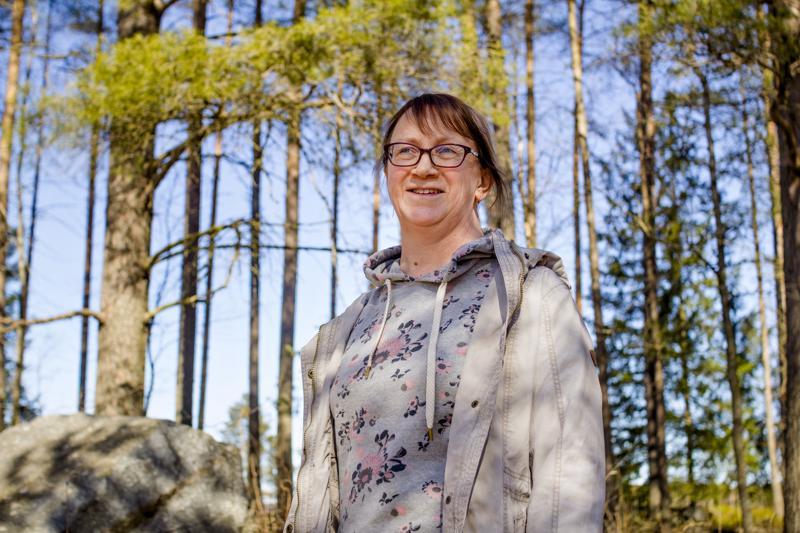 Tarja Ruhkala viihtyy hyvin Kuusamon mökillä yhdessä miehensä Karin kanssa. Myös pariskunnan lapset vierailevat mökillä säännöllisesti.