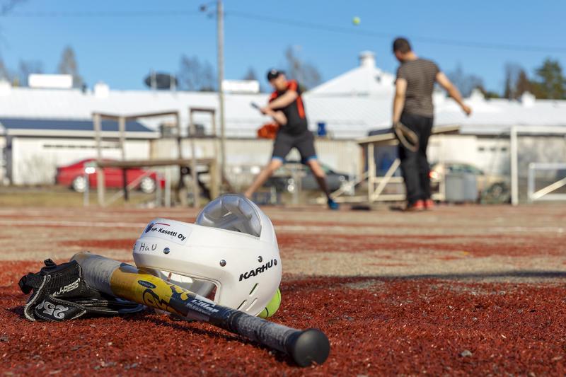 Pesäpallokausi starttaa toukokuussa Hakakujan pesäpallokentällä.