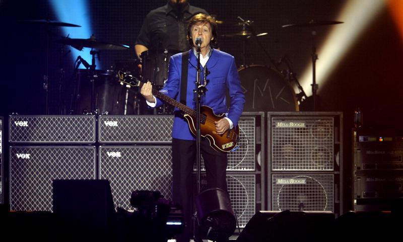 Paul McCartneyn pääsoitin on basso. Keikalla hän soitti myös kitaraa ja pianoa.