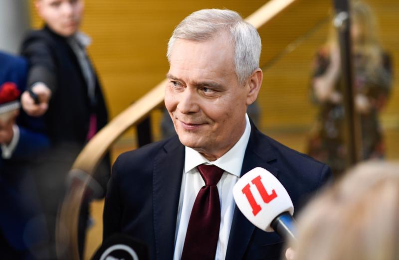 Vaaleissa eniten kansanedustajia saaneen puolueen puheenjohtaja Antti Rinne (sdp) on jo aloittanut hallituksen muodostamisen, vaikka hallitustunnustelijaksi hänet valitaan vasta ensi perjantaina.