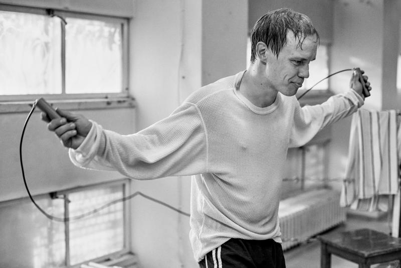 Olli Mäki kuoli hiljattain 82-vuotiaana. Hänestä kertovassa Hymyilevä mies -elokuvassa häntä näyttelee Jarkko Lahti.