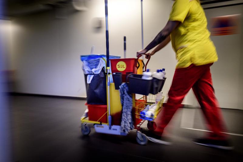 Soitessa on edessä keskussairaalan siivoustyön kilpailutus, joka asettaa nykyiset siivojat hankalaan tilanteeseen.