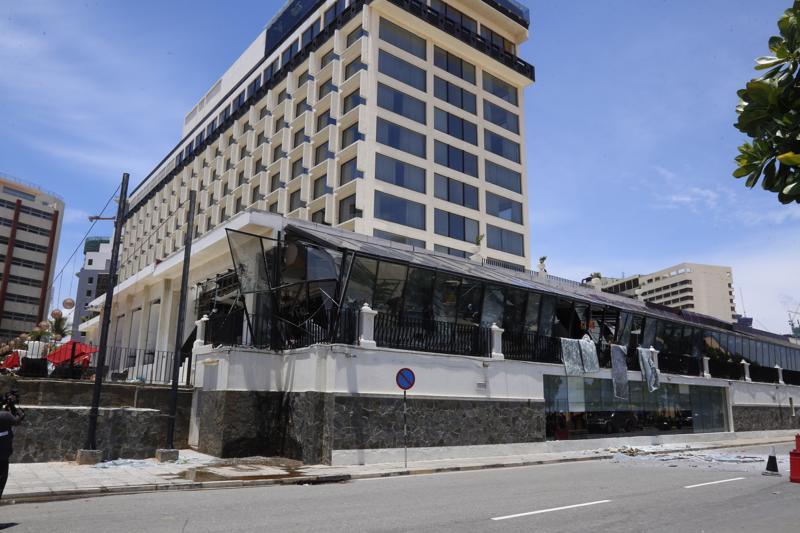 Sunnuntaisessa pommi-iskussa vaurioittunut hotelli Sri Lankan pääkaupungissa Colombossa. Saarivaltiossa turisteja ovat houkutelleet muun muassa luonto, siirtomaa-aikaiset kaupungit, rannat ja surffaus.