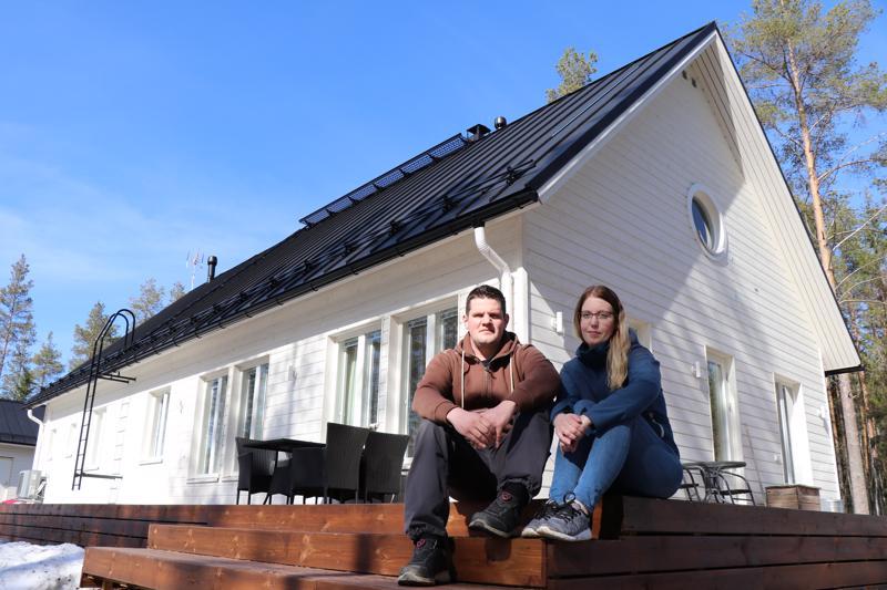 Mikko ja Janina Karhukorpi ihastuivat talomallin skandinaaviseen tyyliin.