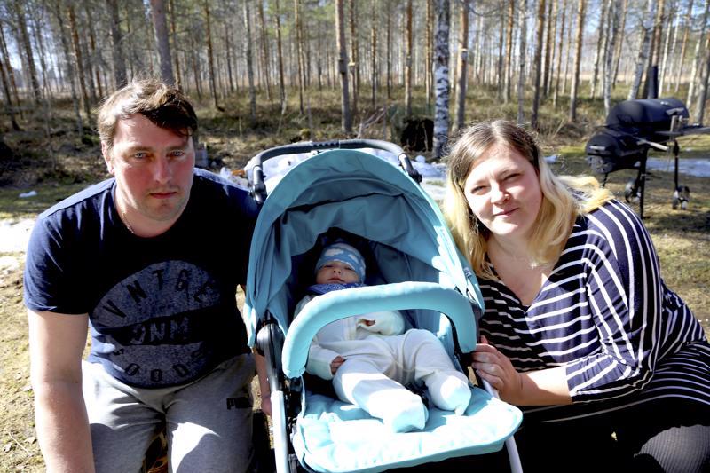 Markon nimi on peräisin levyn kannesta ja Roaldille Egle keksi nimen virolaisen tv-sarjan juontajalta. Rebaset ovat tyytyväisiä Halsuan rauhaan.