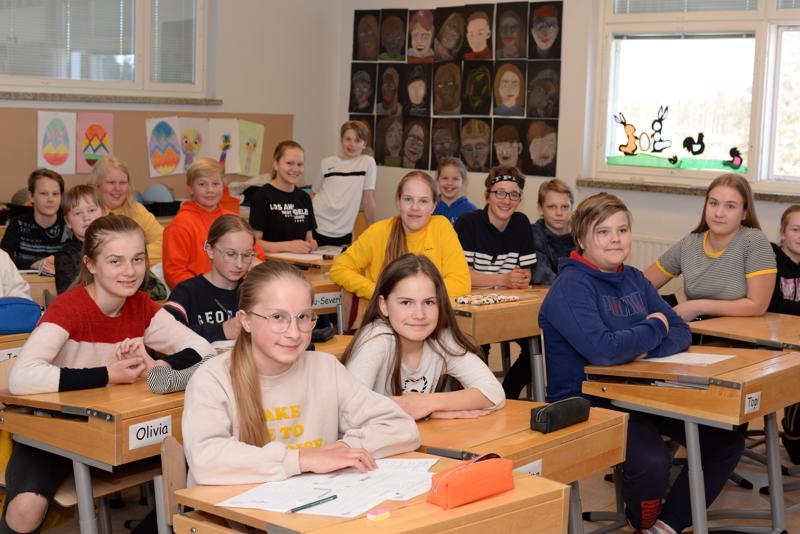 Ståhlbergin koulun kuutosluokkalaiset ehtivät alta pois Haapajärven kaupungin säästöjä.