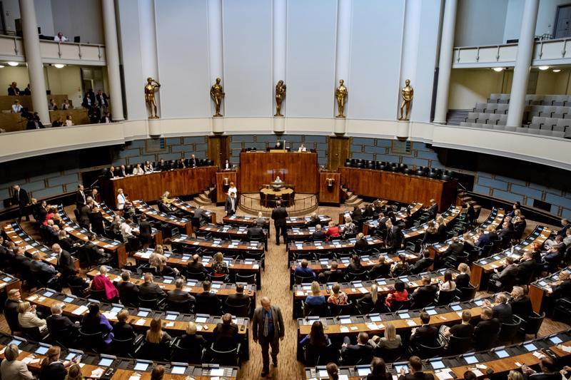 Puhemiehen ja varapuhemiesten vaalit olivat ohjelmassa ensimmäisessä täysistunnossa.