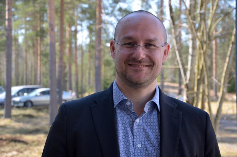 Ruotsissa syntynyt, Rodoksella koulunsa käynyt, Italiassa eläinlääkäriksi opiskellut ja Suomessa asuva Thimjos Ninios pistää vauhtia elintarvikkeiden vientiin.
