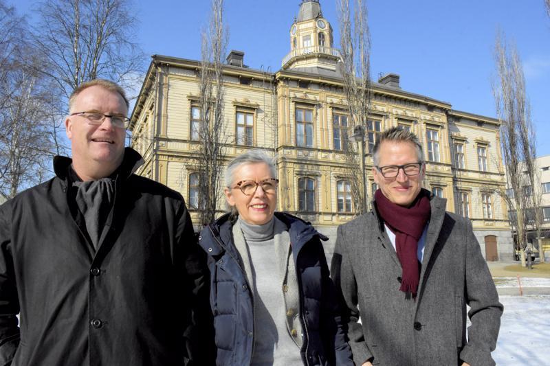 Kuka tahansa voi ryhtyä sijoittajaksi millä tahansa summalla, sanovat Lasse Strömberg (vas.), 29Tua Thylin ja Kari-Matti Inkamo.