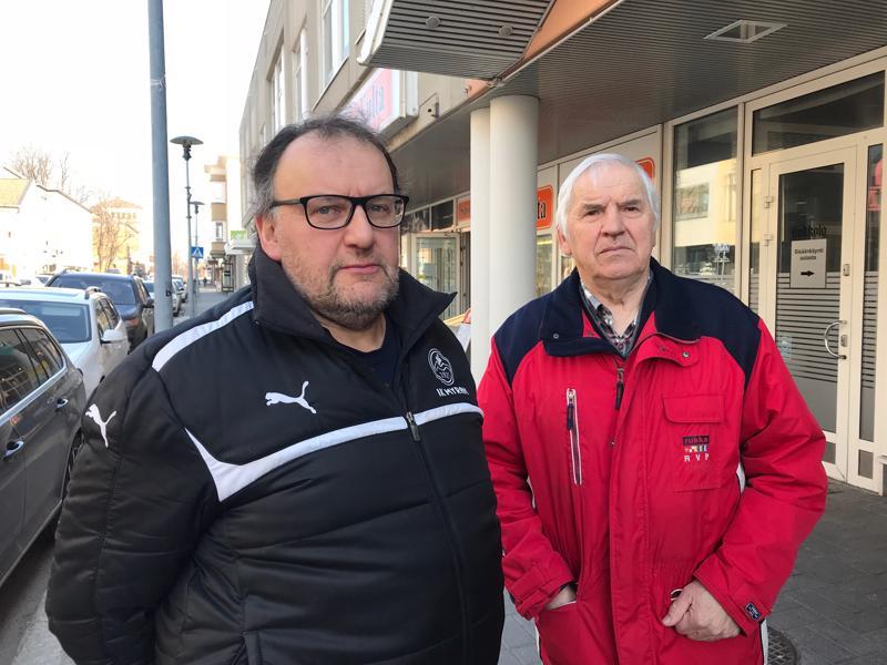 Karl-Johan Enroth ja Tapani Myllymäki eivät hyväksy Soiten säästöjen kohdentumista Alavetelin lääkäripalveluihin.