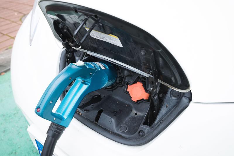 Sähkö- ja hybridiautojen valikoimat paisuvat 2020-luvulla selvästi. Autonostaja kiittää.