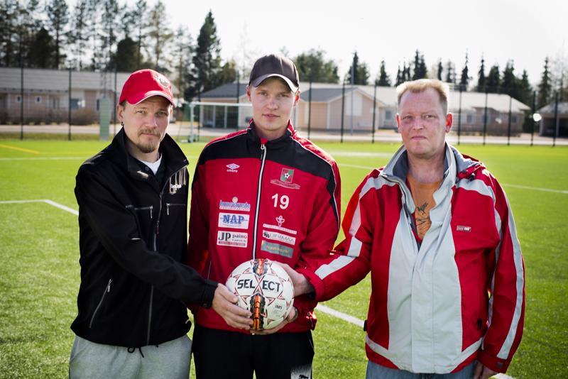 Markus Pennalan (vas.), Risto Visurin ja Jouni Ohtamaan urakka käynnistyy tänään harjoitusottelulla. Ensimmäistä kertaa on tosi kyseessä ensi viikon perjantaina.