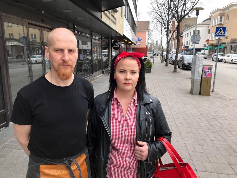 Sigridin Mikko Essel ja Rockn'roll Dinerin Pauliina Lehtola kritisoivat kesäajan kaivutöitä.