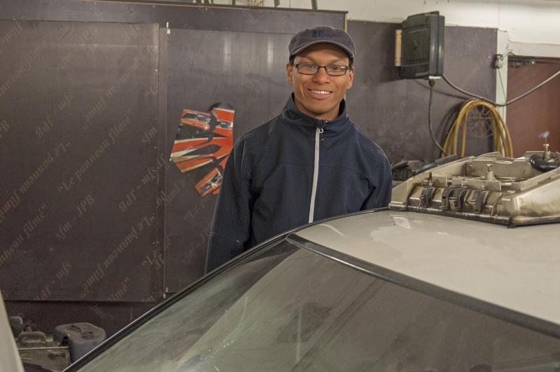 - Saimme lahjoituksena auton, jonka kunnostamme kisakuntoon, kertoo ohjaaja Lamin Virnes.