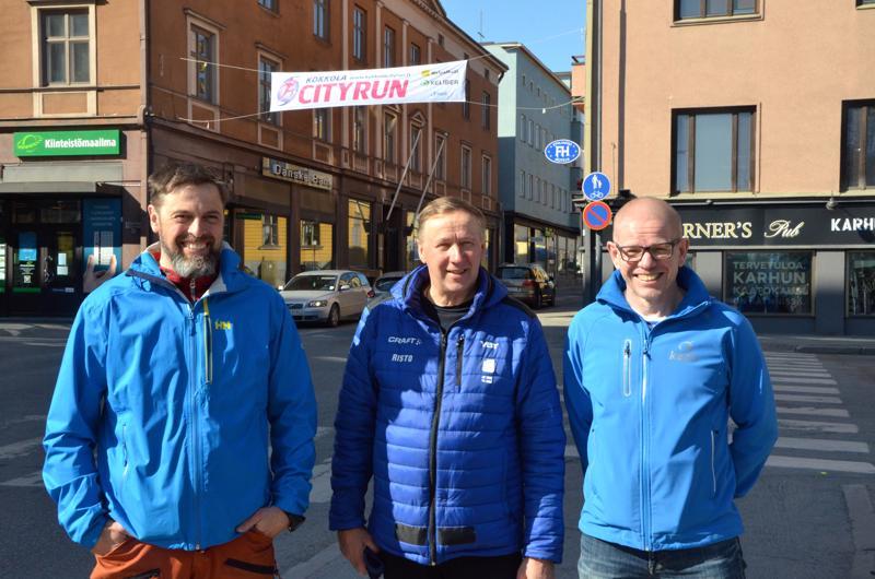 Ilkka Tanttinen, Risto Ala-Korpi ja Petri Harsunen toivovat aurinkoista säätä myös ensi viikon perjantaille.