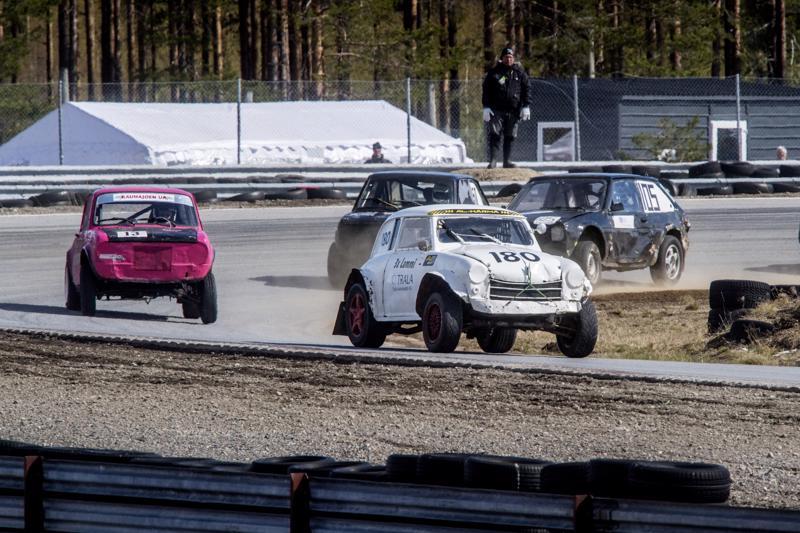 Lloyd Alexander on jokkisauto harvinaisemmasta päästä. Asfalttikunkun yleisessä luokassa vauhdissa Juuso Lammi.