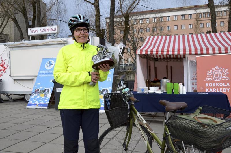 Vuoden työmatkapyöräilijä Kokkolassa on Ingrid Brandt-Hakala.