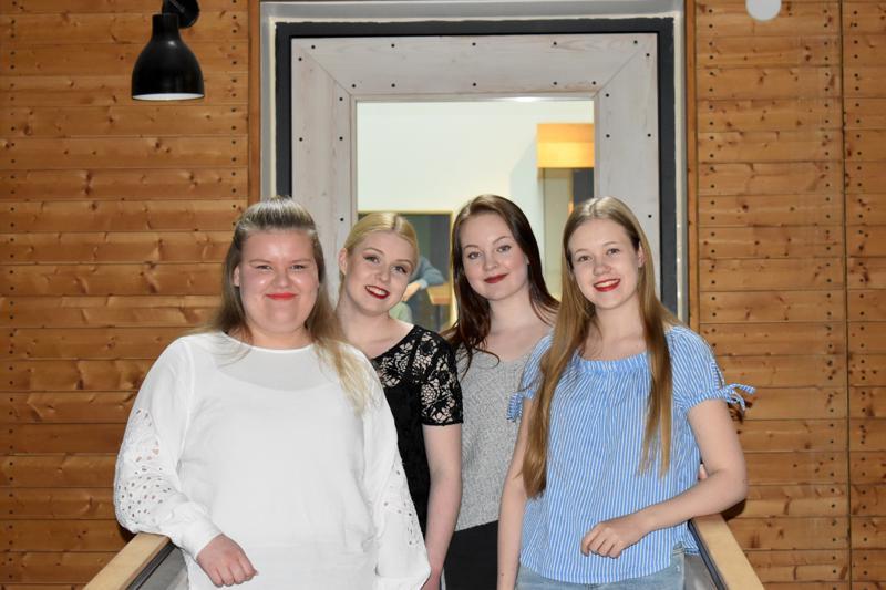 Lauluyhtye Solinassa musisoivat Nelli Koivisto, Asta Muuraiskangas, Roosa-Maria Jylhä sekä Venla Läspä.