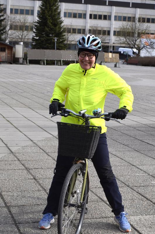 Ingrid Brandt-Hakala ajaa Rimmistä pyörällä joka päivä töihin Kokkolaan.