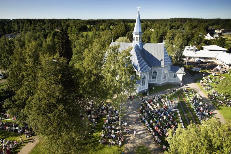 Kälviän kirkko pysyy paikallaan, vaikka Keski-Pohjanmaan maakunta liittyisi Lapuan hiippakuntaan. Siirtoa on pohdittu, mutta Keski-Pohjanmaa säilyy edelleen osana Oulun hiippakuntaa.
